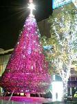 ホテルニュージャパン跡地のビルのクリスマスツリー