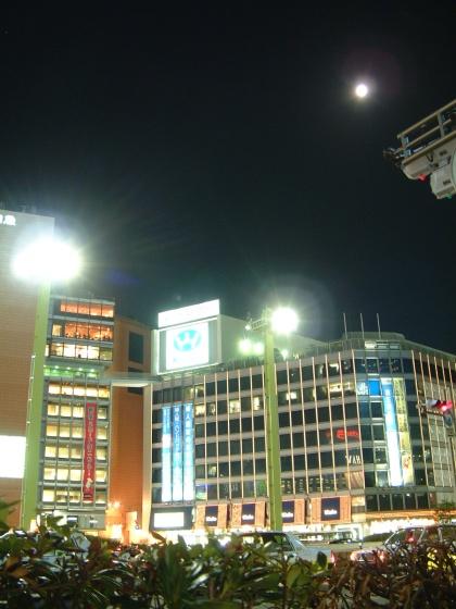 新宿の月2